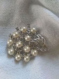 silver-colored and white pearl earrings Reno, 89502
