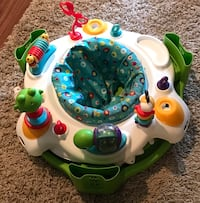 baby's white, green, blue, and yellow activity saucer