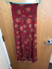 Lularoe Maxi Skirt size Large. Color: red bacjkground with Gold flowers Kenly, 27542