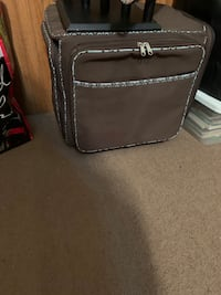 Jewelry travel case with wheels