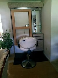 Salon station and chair (needs a mirror/fixing  Fredericksburg, 22407