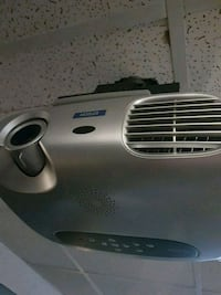 Epson projector with mount and screen  Edmonton, T5T 6E2