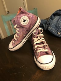 Kids size 3 All Star Chuck Taylor converse Moore, 73160