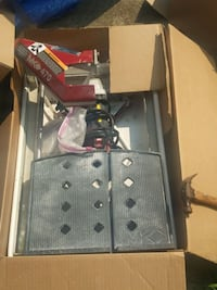black and gray tile saw with box full. Louisville, 40228