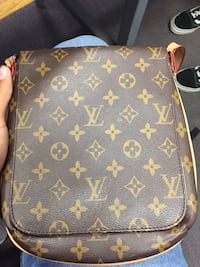 LV Side Bag Surrey, V3R 1T5
