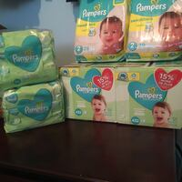 Lot pampers baby diapers wipes bebe couches lingettes lot  Montréal, H1G 6A6