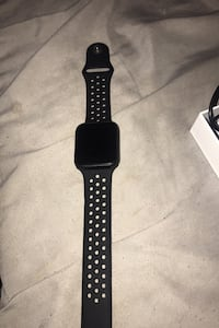 Watch come with charger no box