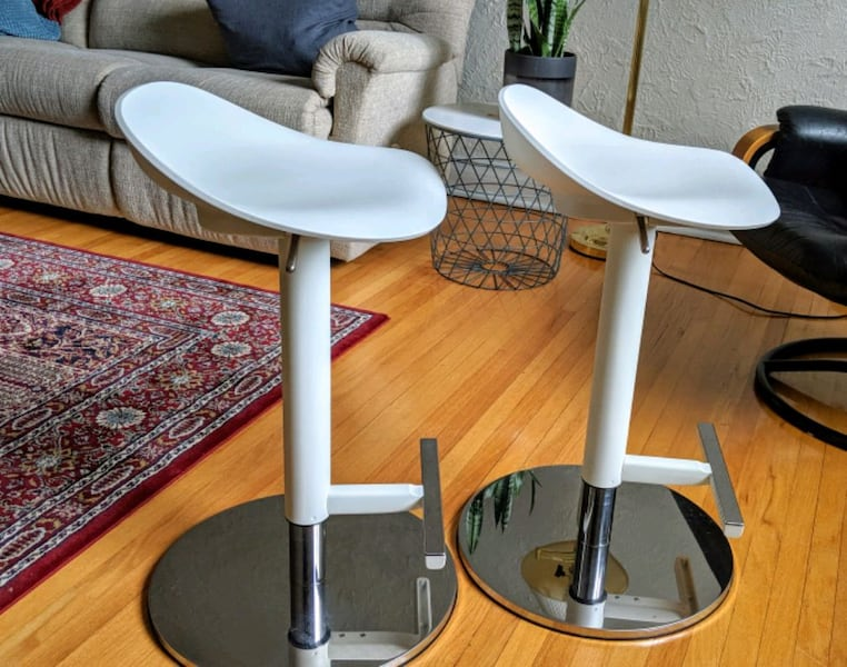 Ikea Janinge Bar Stool X2 Usage A Vendre A Winnipeg Letgo