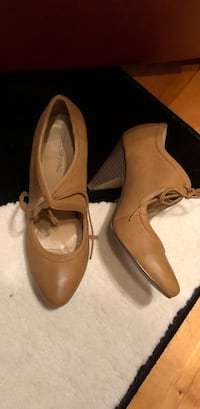 pair of brown leather pointed-toe heeled shoes Montréal, H1K 3X3