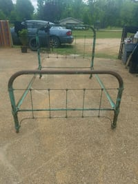 ANTIQUE VICTORIAN IRON BED Magee