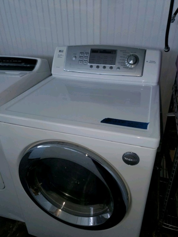 LG electric dryer working perfectly  5240d1d8-d82b-4f5f-8f4a-9a74ebe91071