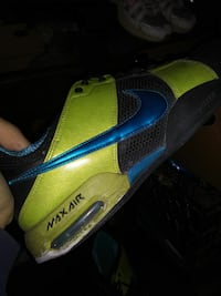 unpaired green and black Nike Air Max shoe Barstow, 92311