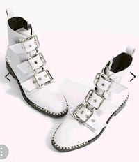 New sz 9.5 studded leather buckle boots  Toronto, M2N 7C3