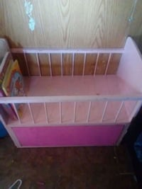 baby's pink and white wooden crib Las Vegas, 89121
