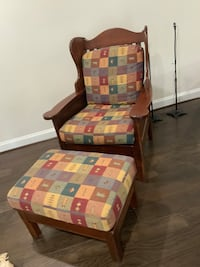 Colorado craftsman built Mission style cherry wood arm chair with matching ottoman Centreville, 20120