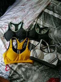 4 workout bras/tops s/m Belleville, K8P 3K3
