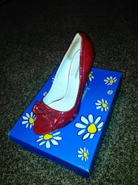 unpaired red patent leather heeled shoe with box Roswell, 88203