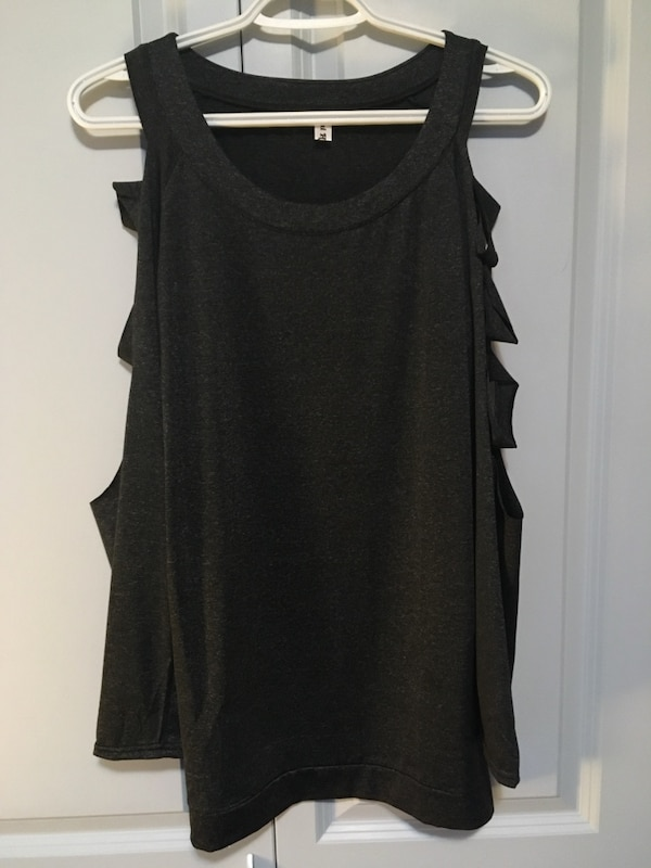 Assorted tops  $15-$25 all size small except bodysuit fits more like xxs 3a2f1fb6-4556-4baf-ac30-c058b83c1e00