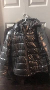 black zip-up bubble jacket Surrey, V3T 4E7