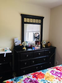 Black wooden bedroom set  Falls Church, 22041