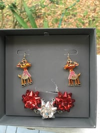 Christmas Earrings and necklace set Winter Haven, 33884