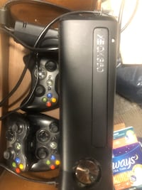 black Xbox 360 game console with controller Woodbridge, 22192