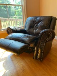Brown leather recliner Williamsburg