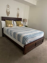 Queen size bed with mattress All inclusive: blanket, pillows, bedding
