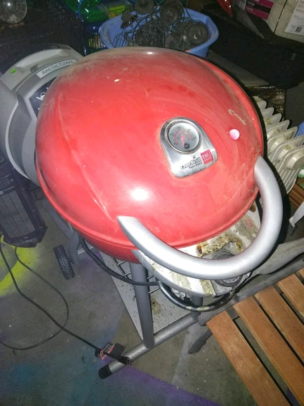 red and gray kettle grill