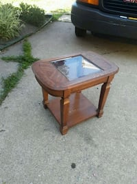 End table w/ glass Saint Clair Shores, 48080