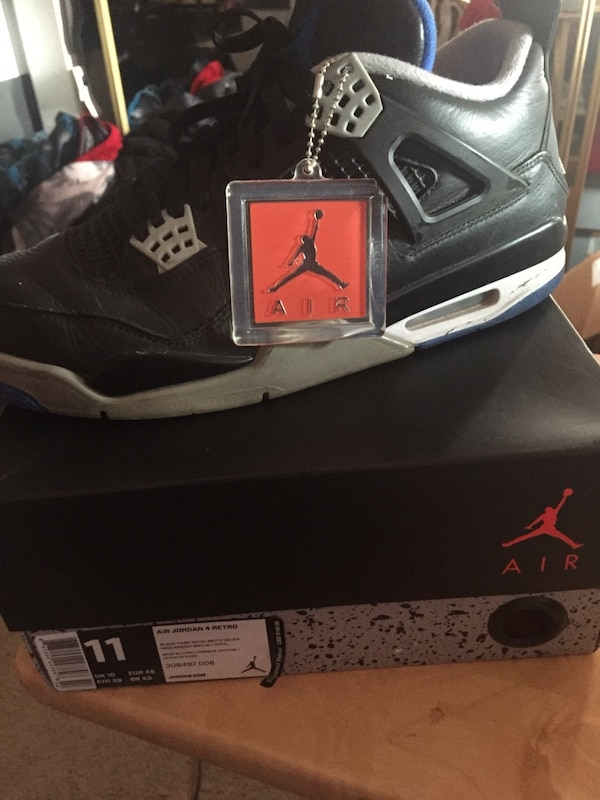 2c4cbe1ccec6 Used black and gray Air Jordan 4 shoe with box for sale in South San  Francisco