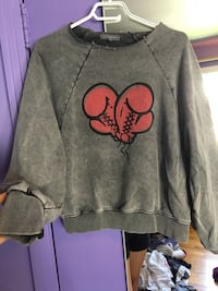 gray and red Mickey Mouse sweater Montréal, H2C 2G8