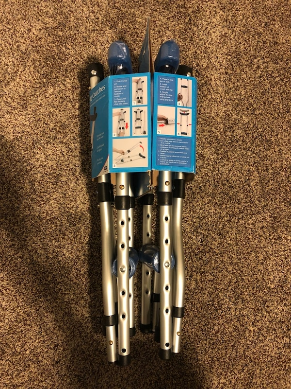 Folding Crutches 0500656a-e7f9-4154-bbf7-1a513732c0f8