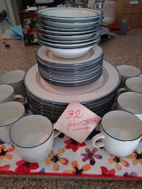 Ceramic set .32 pieces. Louisville, 40229