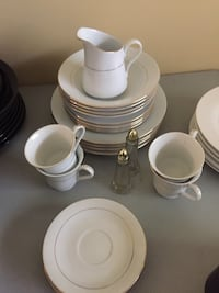 White and gold dishes Port Saint Lucie, 34984
