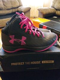 Under armour black and pink women's size 8.5  Cranston, 02910