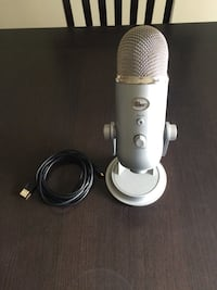 Yeti Professional Multi-Pattern USB Microphone North Vancouver, V7J