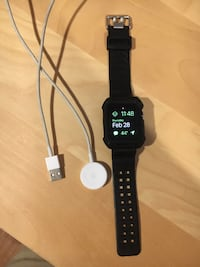 Apple Watch Series 3 42mm GPS, with case and charger null