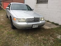 Ford - Crown Victoria - 2000 Mississauga