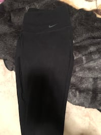 Women's Nike cropped leggings tights workout pants size small  Surrey, V3S 3J4