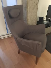 Grey chair Montréal, H2Y
