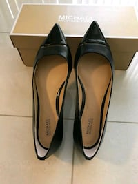 Michael Kors black leather pointed-toe flats Toronto, M4G