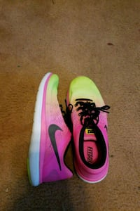 Nike running shoes women's size 9 Dover, 44622