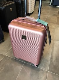 Champs iconic rose gold pink carry on suitcase / valise rose tsa lock Montréal, H2G