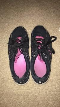 nike sneakers womens size 9  East Hartford, 06118