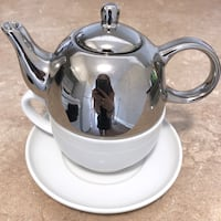 Adeline Chrome Teapot and Teacup/Saucer Set Montréal, H3G 1B7