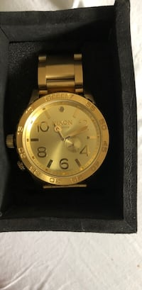 round gold-colored chronograph watch with link bracelet Montréal, H4A 0A3