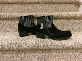 New boc Suede Leather Bootie Size 8 Women's