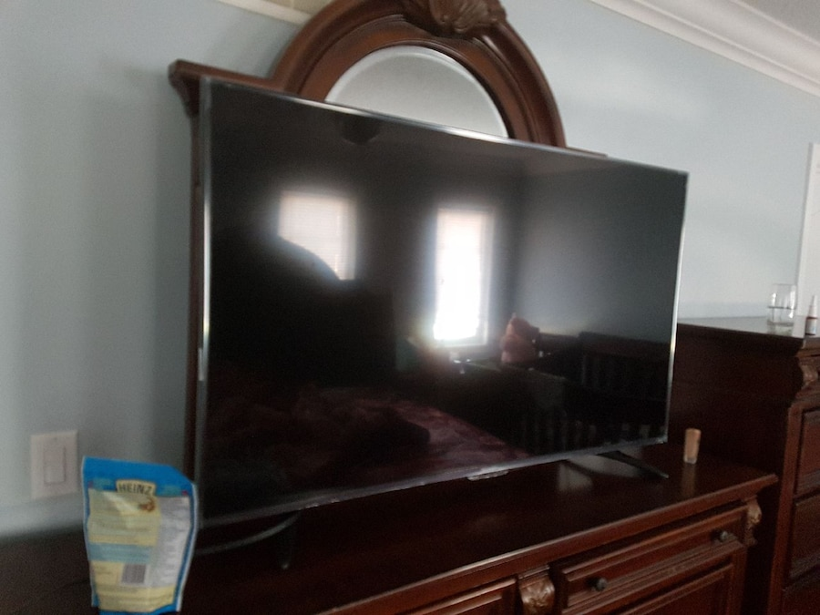 55 inch Brand new tv used it for 10hours - Brampton
