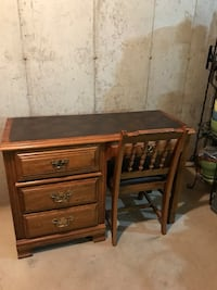 Solid oak desk&chair Desk 44.5-18.5 inches deep 30.25 inch height Arlington Heights, 60004